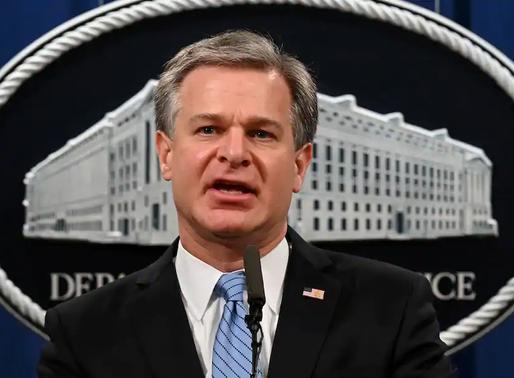 Trump cân nhắc sa thải lãnh đạo FBI hậu bầu cử vì xung đột với Wray và Barr ngày càng gắt gao