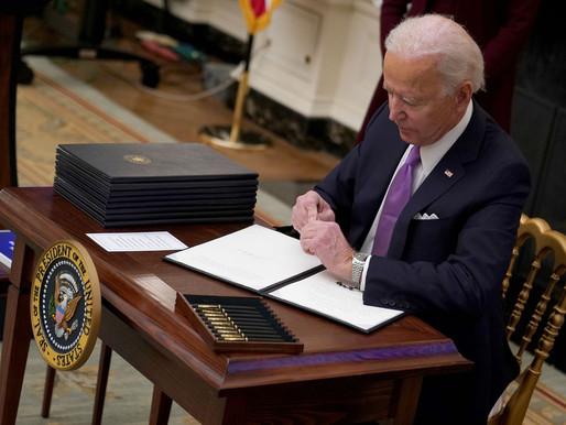 """Biden vén màn chiến lược COVID """"thời chiến"""""""