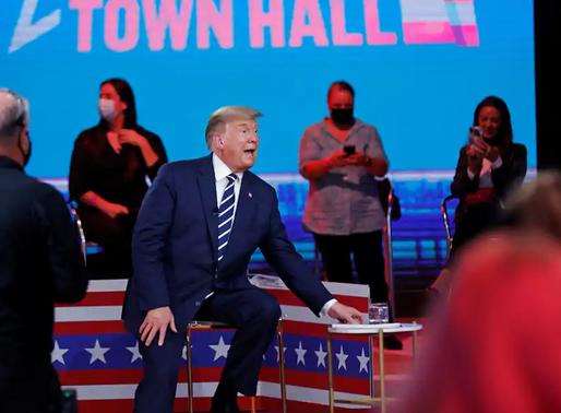 """5 điểm chính từ buổi gặp mặt cử tri kiêm trận đấu """"tay đôi"""" giữa Trump và Biden"""