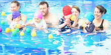 Why is parental involvement important in swimming lessons?