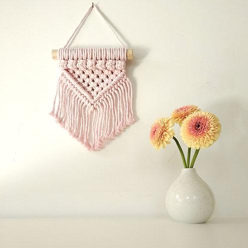 Macramé kisméretű fali dísz- Rózsaszín