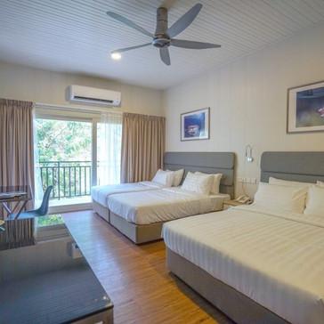 Deluxe-room-2c-550x550.jpg