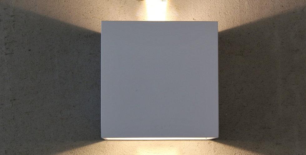 aplique cubo blanco con haz regulable