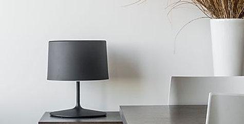 Lampara de mesa con pantalla cilindrica net negra