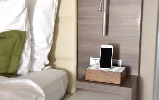 Medium Walnut/White_Guest Rooms