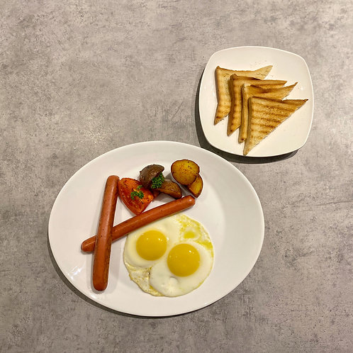 Fried egg with chicken sausages
