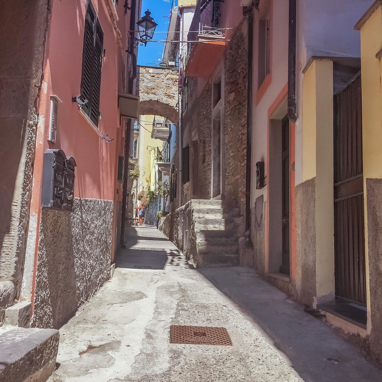 manarola alleyways