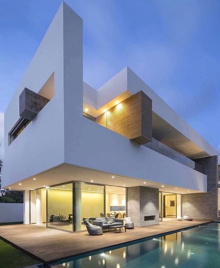Foreign Investors Pour Money in LA Real Estate