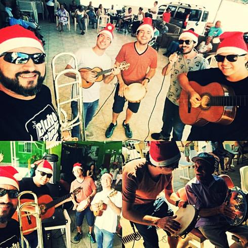Visita aos asilos que fazemos todo natal em Minas Gerais.