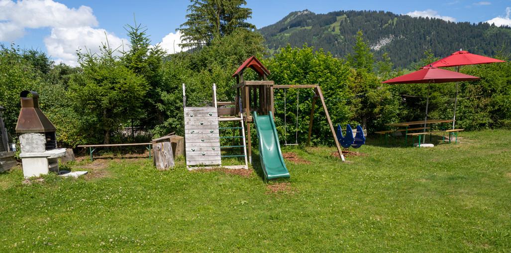 Bellervie-Camping_Spielplatz_Grillstelle.jpg