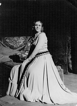 Yvonne Pons - Mezzo-soprano - Photo de scène au Palais Garnier