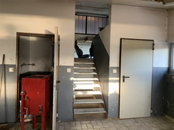 Treppe zum Ersatzteillager
