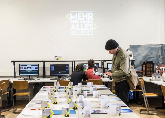 """""""MEHR ODER WENIGER - ALLES ODER NICHTS""""   Facharbeitenausstellung 2018 des AKBK Münster"""
