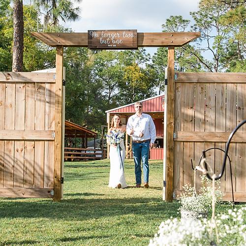 Deanna + Christian's Blue View Barn Wedding True Love Photography