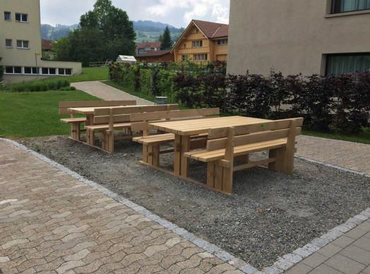 Holztisch-mit-Bank-2.jpg