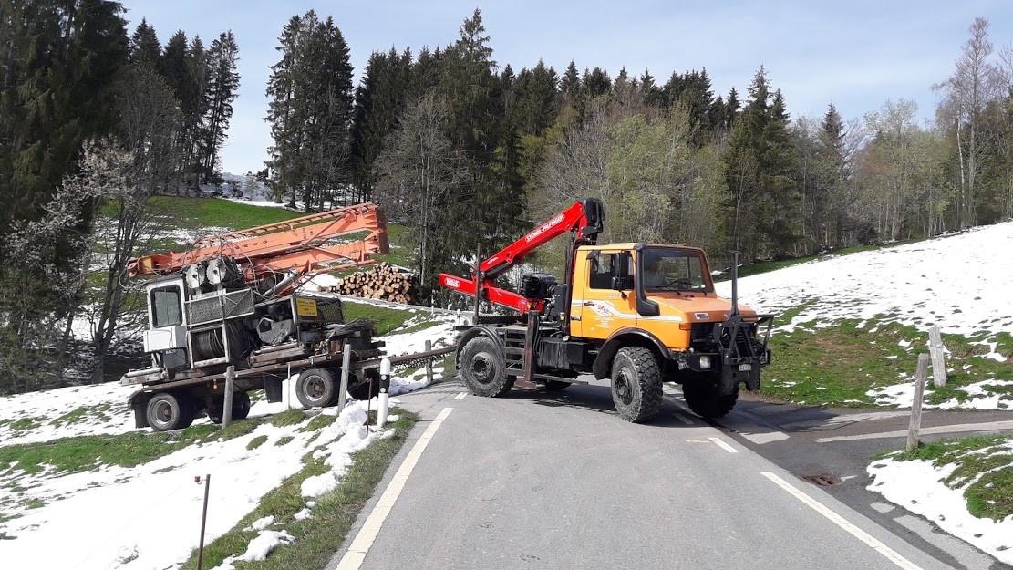 Holztransport mit Unimog 1.jpg