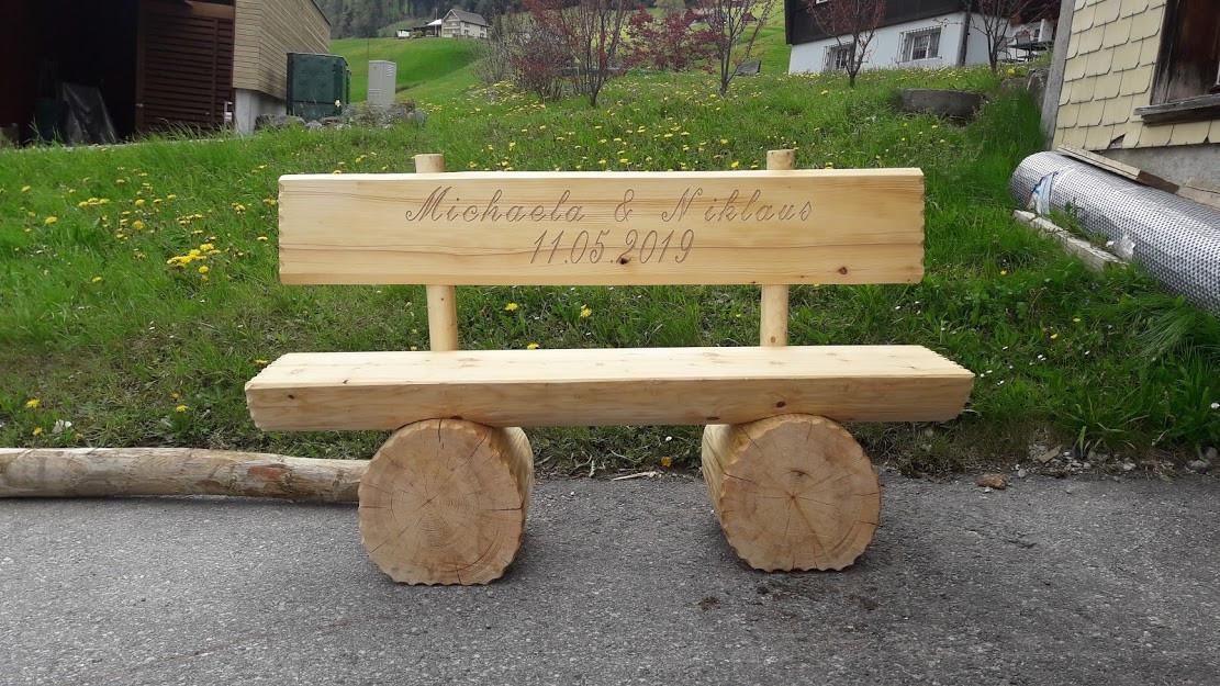 Holzbank 1.jpg
