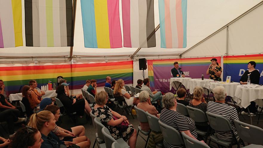 16. Aug. 2018: Interkønnede børn bliver til interkønnede voksne, menneskerettighedsteltet på regnbue