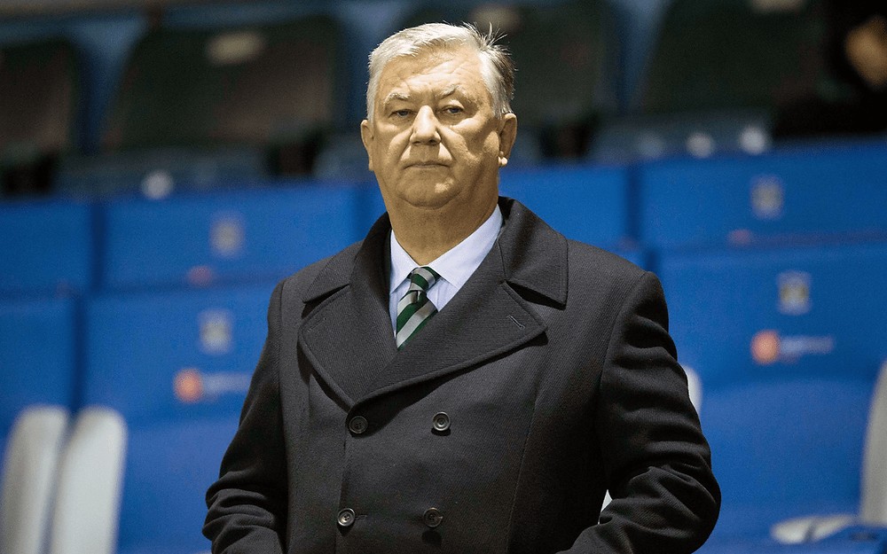 Celtic chief executive Peter Lawwell announces retirement
