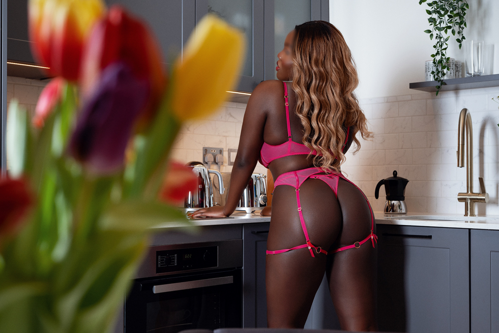 Take mee, right her on this kitchen counter.
