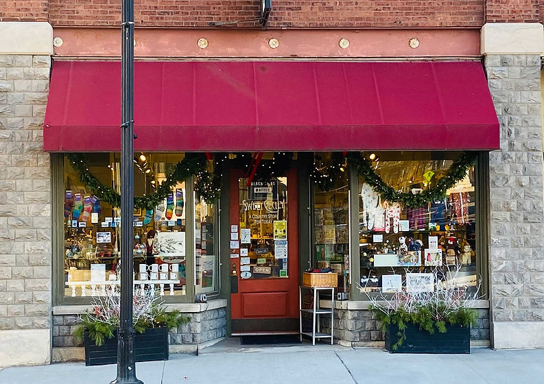 Sweet Cecily Middlebury VT storefront decorated for the holidays