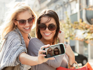 Prendre des selfies endommage votre peau!