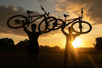bikes para cima por do sol sunset.jpg