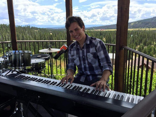 Keyboard in the Mountains