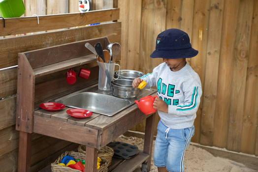 Outdoor kitchen play at Doncaster East Daycare servicing the areas of Blackburn, Mitcham and Templestowe.