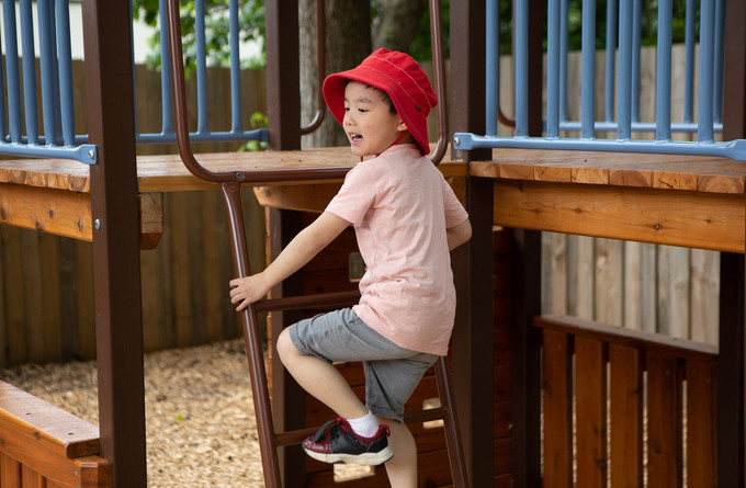 Children on play equipment at Doncaster East Daycare & Kindergarten servicing the areas of Blackburn, Mitcham and Templestowe.