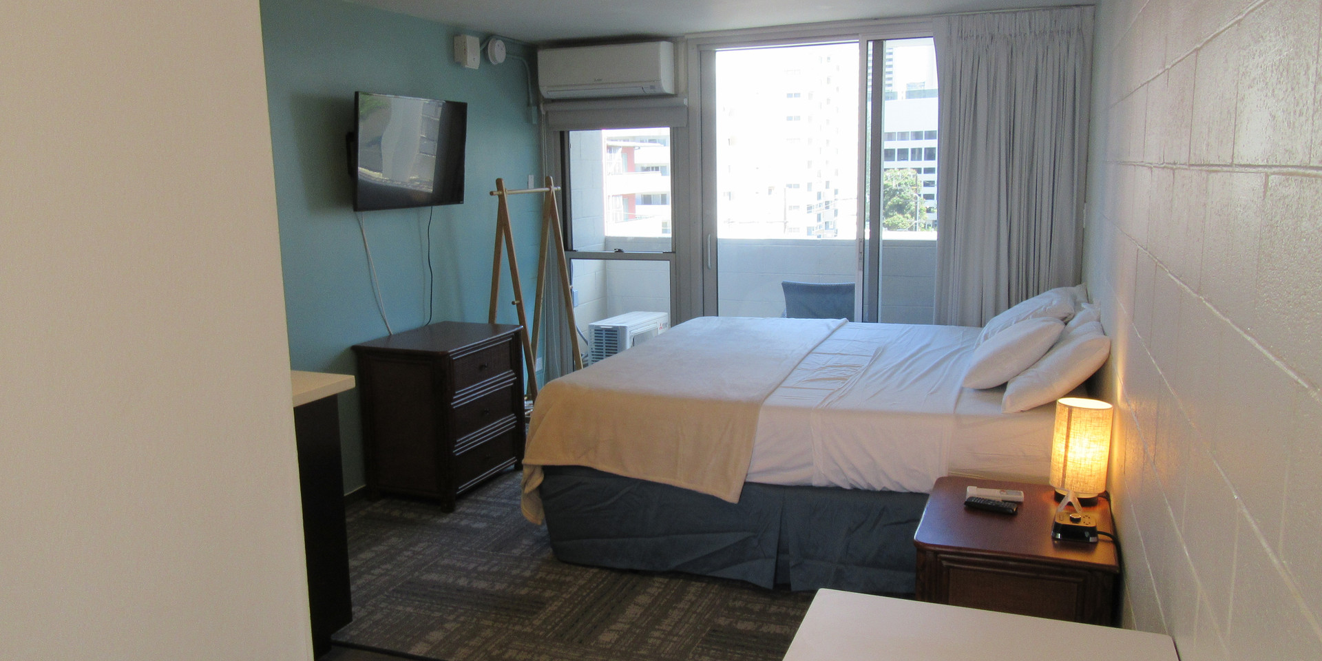 1 king bed room (1)