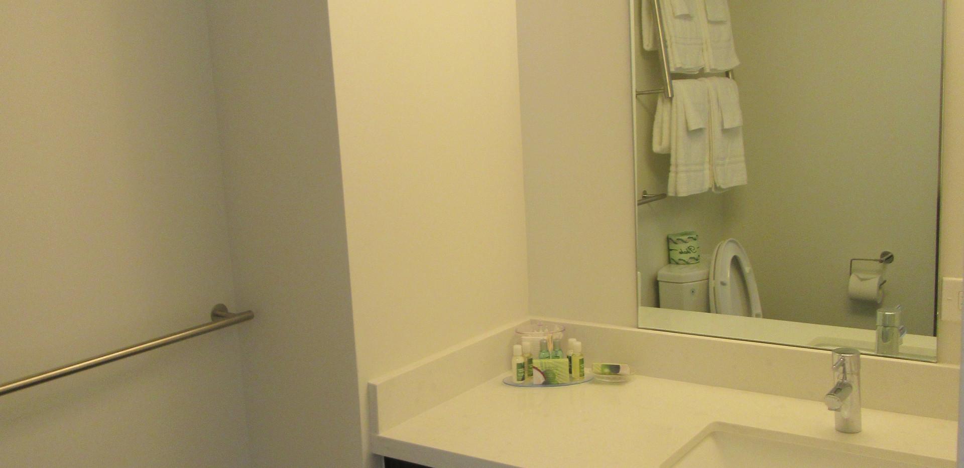 Standard Two Queen bathroom (1)
