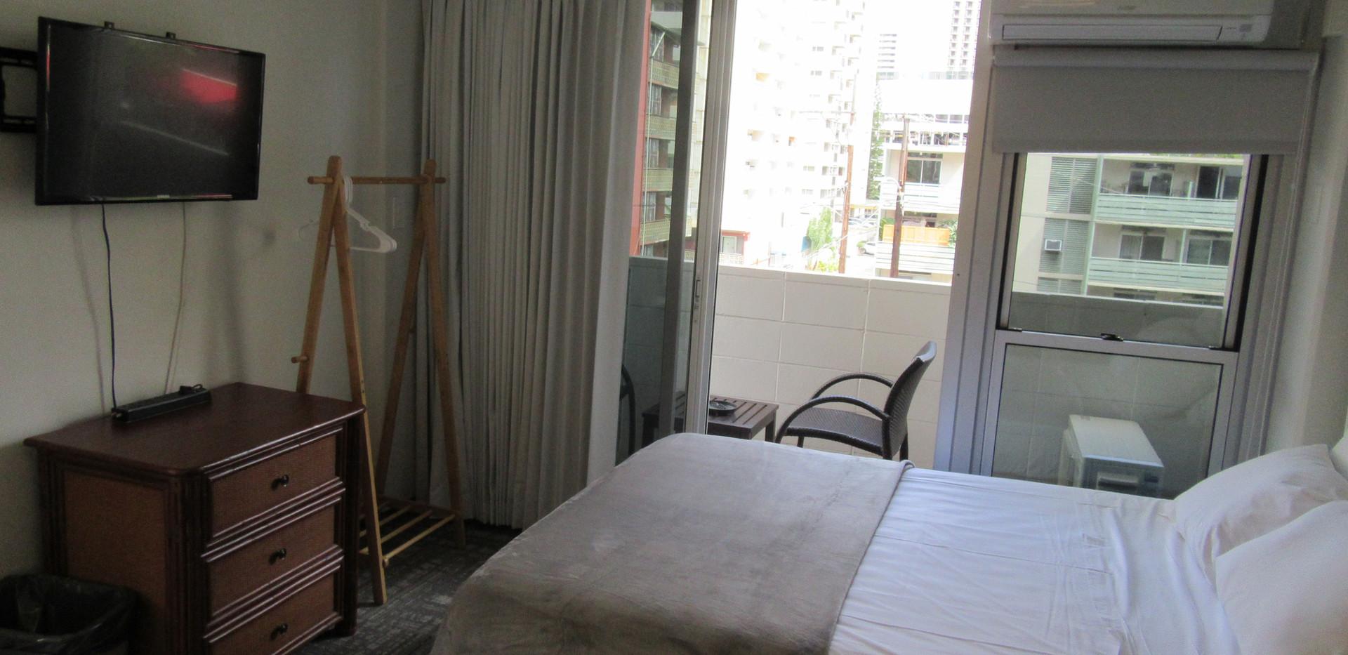 View of economy 1 queen bed room