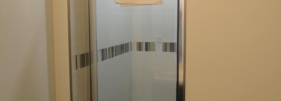 Standard Two Queen Bathroom (2)
