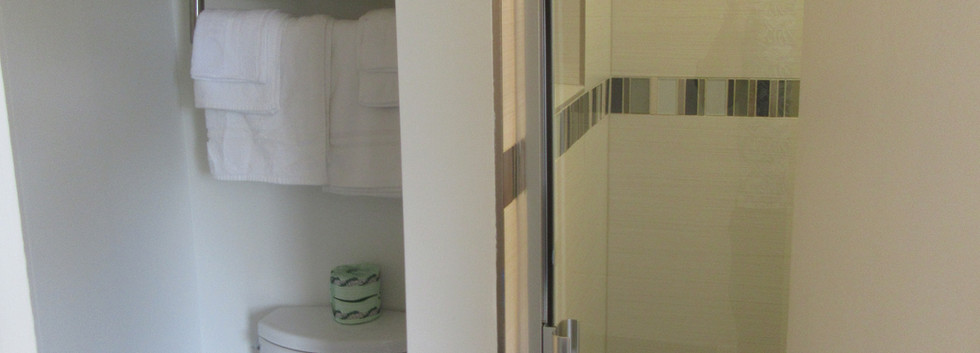 Standard Two Double Bed bathroom (1)