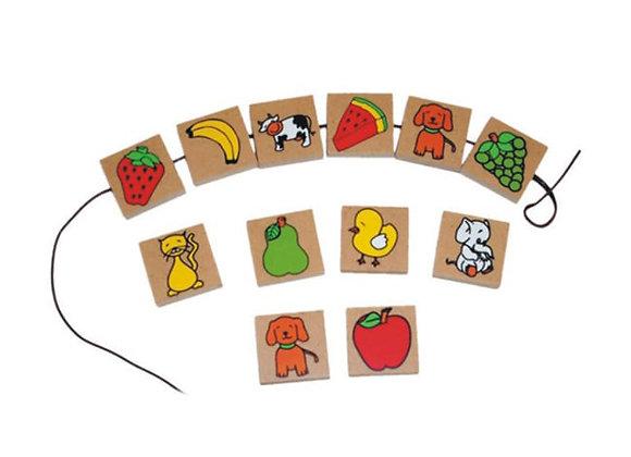 Collar de animales y frutas