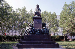 The statue at Beethovenplatz
