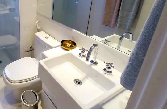 G0026931-Banheiro-acabamentos-tratada.jpg