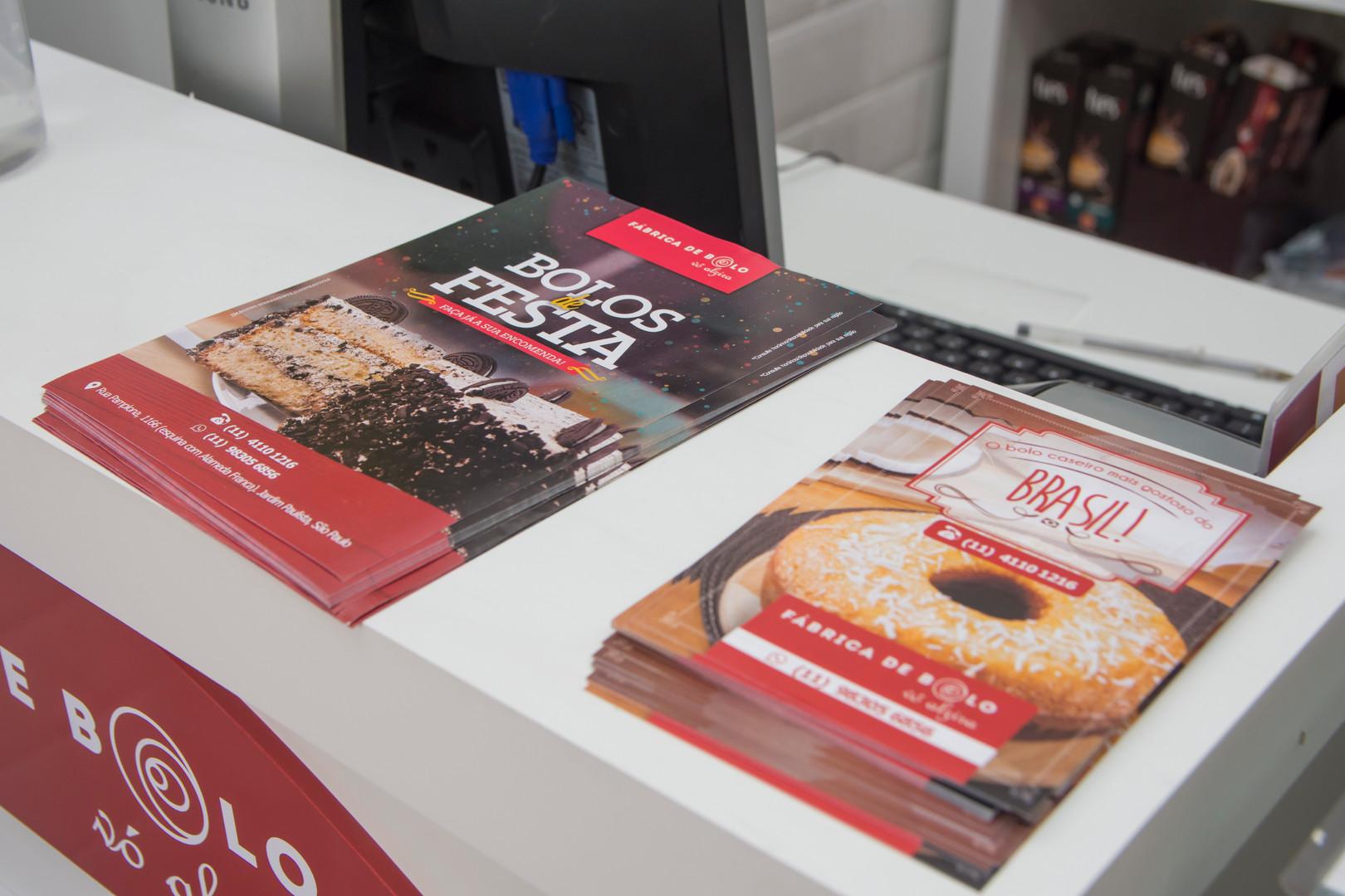 Material de Marketing personalizada para a rede Vó Alzira bolos caseiros