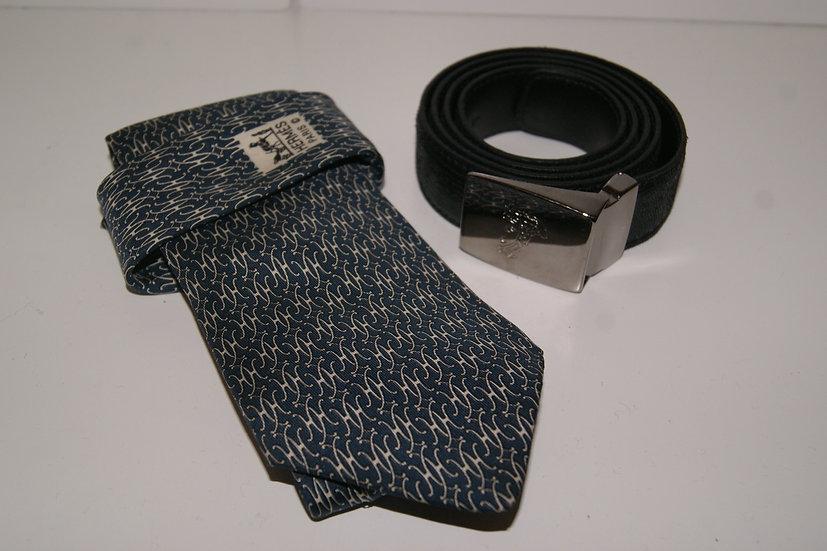 Cravate Hermès et ceinture Versace