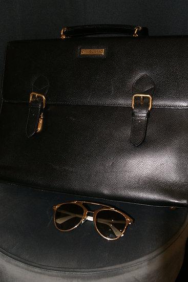 Porte document Burberrys et Lunettes de soleil Dior