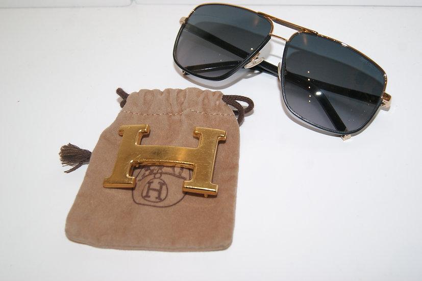 Boucle de ceinture Hermès et Lunettes de soleil Jimmy Choo