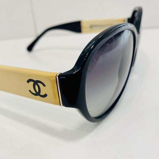 Lunette de soleil Chanel