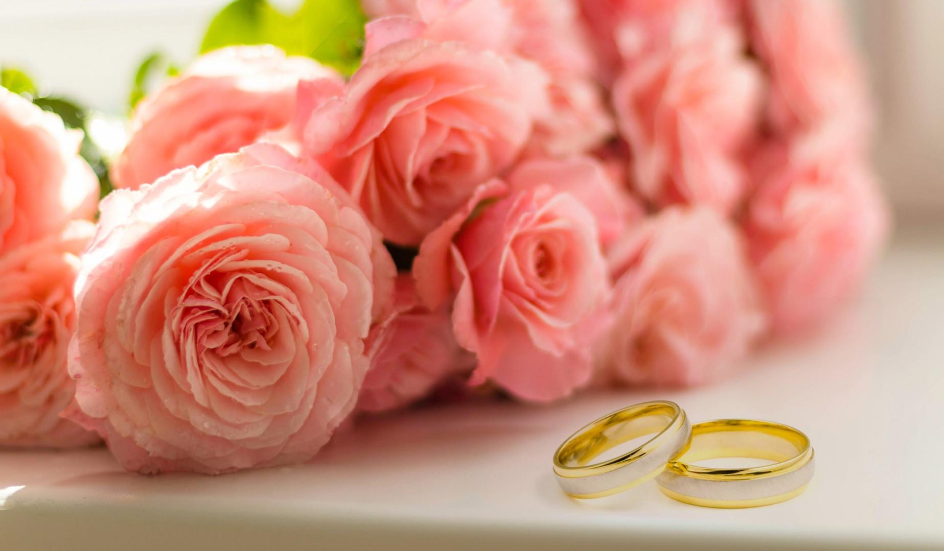Hochzeitsringe mit Rosen