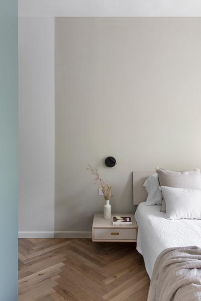 קיר מיטת ההורים
