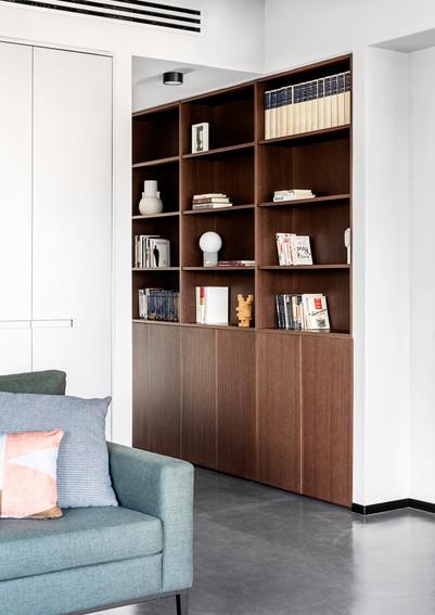 מבט לספריה במסדרון