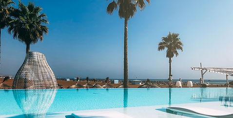 luxury-swimming-pool-on-the-beach-VFARJH