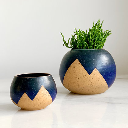 Peaks planter blue black ombre