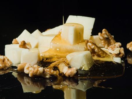 7 идеальных пар для молодых сыров