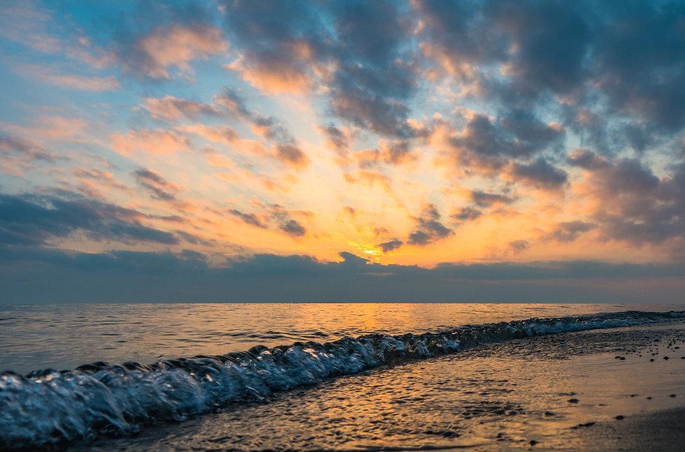 waves-with-dynamic-sky.jpeg